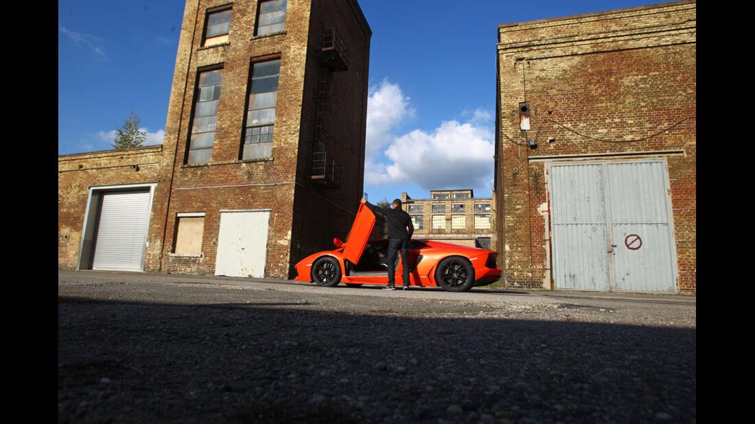 Lamborghini Aventador LP 700-4, Seitenansicht, Flügeltüren