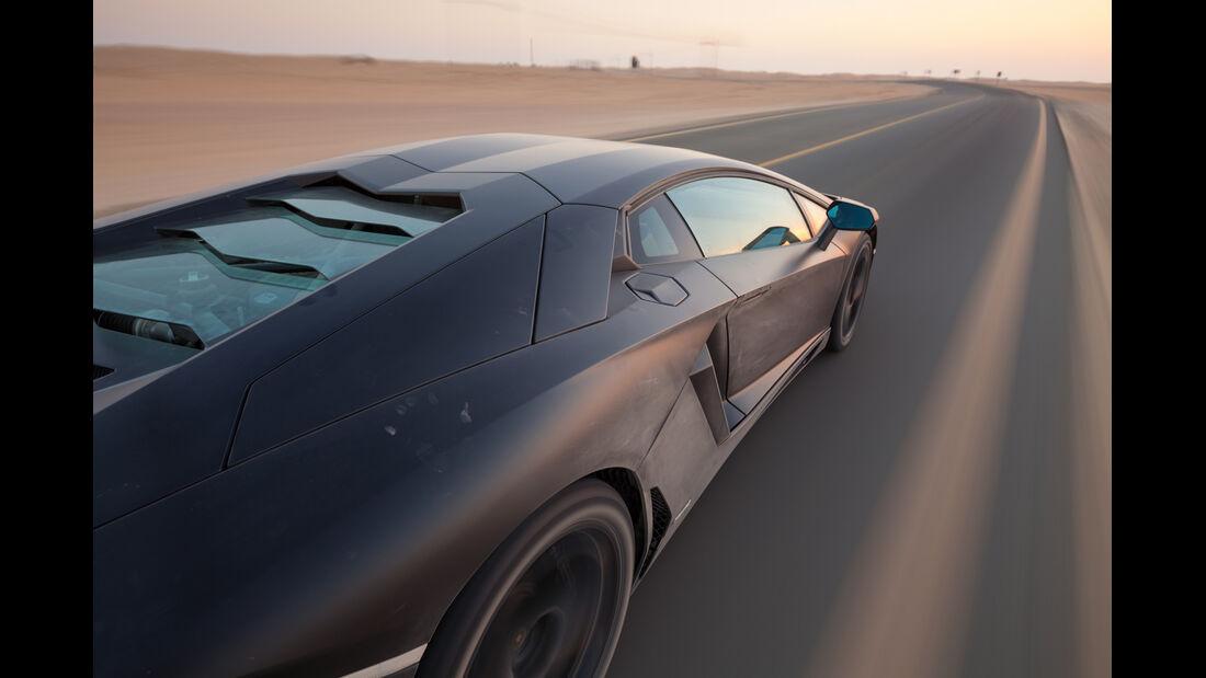 Lamborghini Aventador LP 700-4, Seitenlinie
