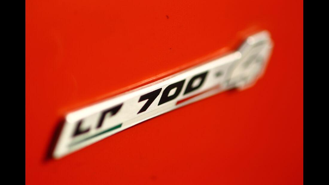 Lamborghini Aventador LP 700-4, Typenschild, Emblem