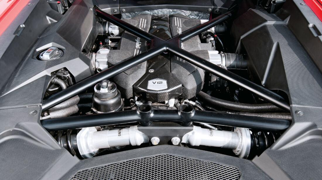 Lamborghini Aventador, Motor