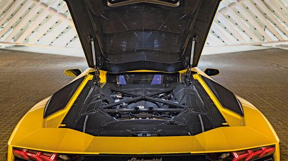 Lamborghini Aventador Motor