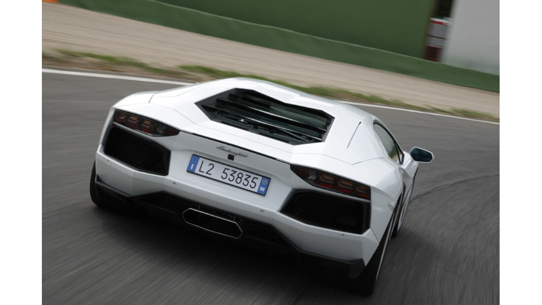 Lamborghini Aventador, Rückansicht, Teststrecke