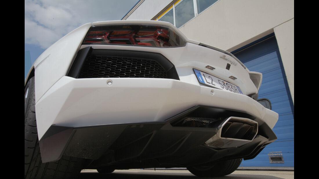 Lamborghini Aventador, Rückansicht, von unten