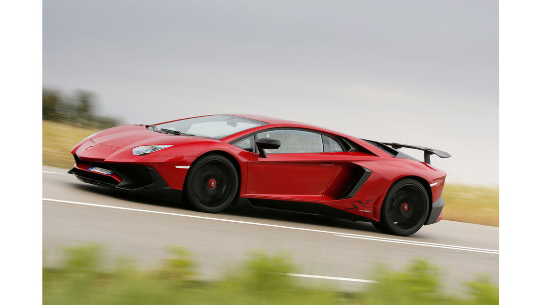 Lamborghini Aventador SV 2015, Seitenansicht, Fahrt