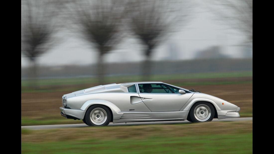 Lamborghini Countach Anniversario, Seitenansicht, Überlandfahrt