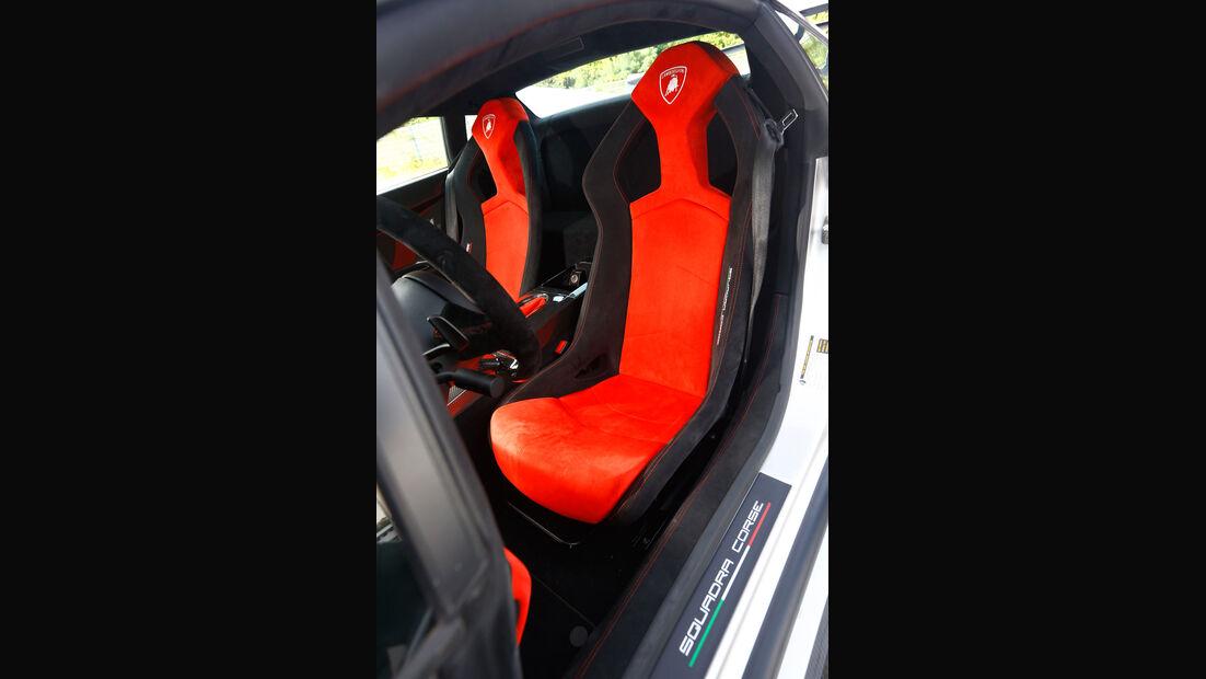 Lamborghini Gallardo LP 570-4 Squadra Corse, Fahrersitz