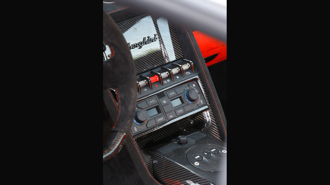 Lamborghini Gallardo LP 570-4 Squadra Corse, Mittelkonsole