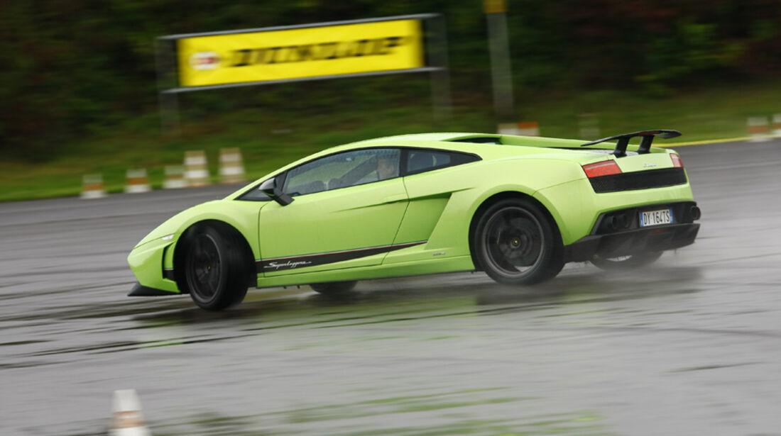 Lamborghini Gallardo LP 570-4 Superleggera, Seitenansicht, Regenstrecke, Kurvenfahrt