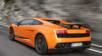 Lamborghini Gallardo LP 570-4 Superleggera - seitliche Heckansicht in Fahrt