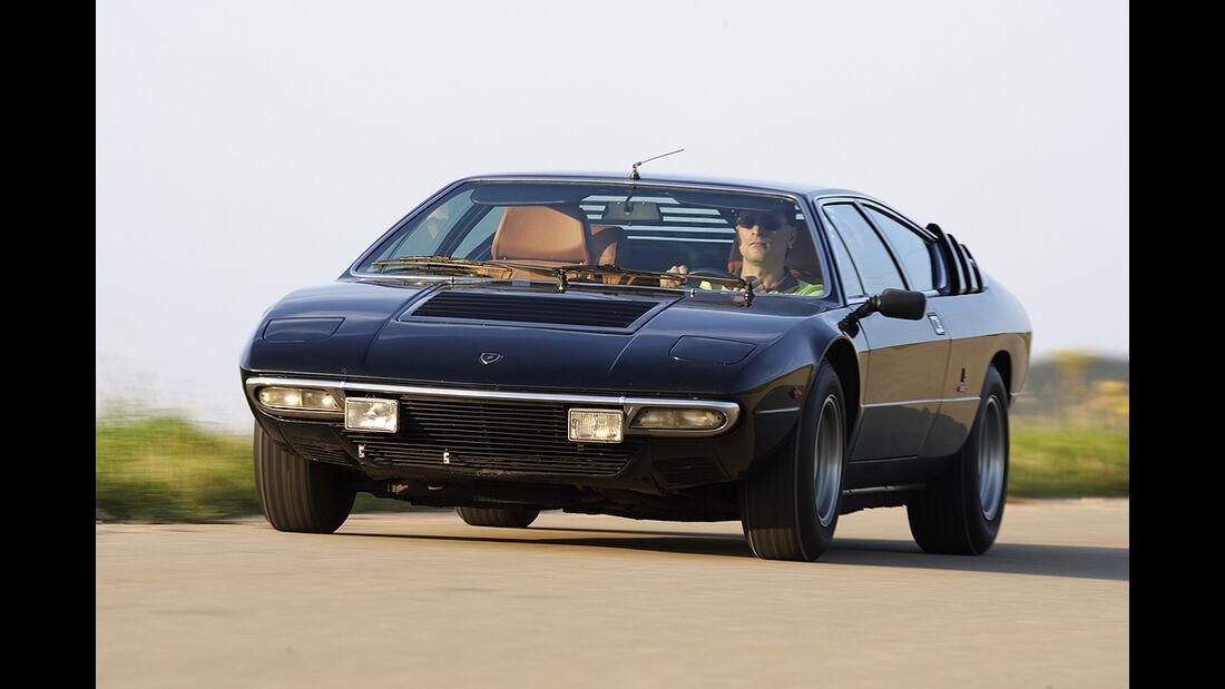 Lamborghini Urraco P 300 in Fahrt von vorne