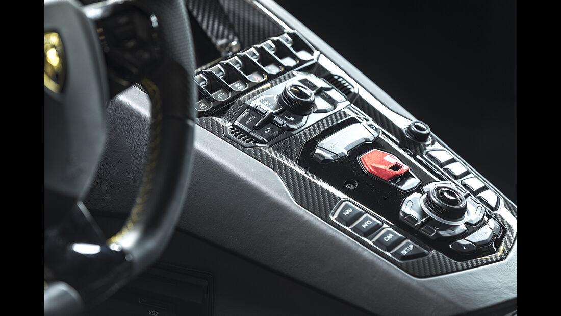 Lamborgini Aventador S, Mittelkonsole