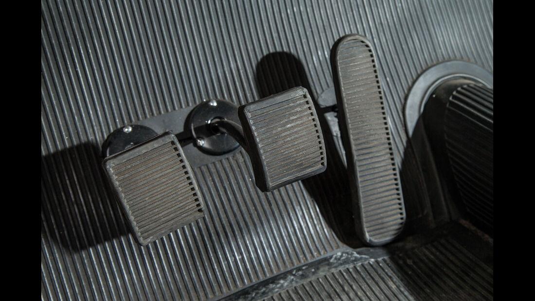 Lancia Aurelia B10, Pedalerie