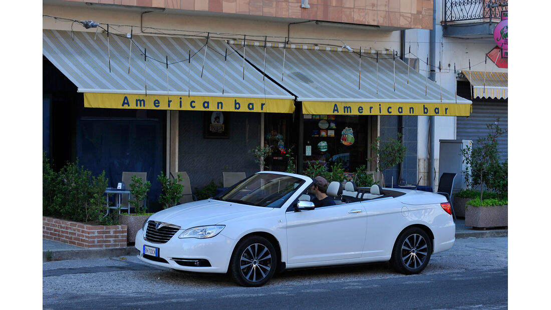 Lancia Flavia, Seitenansicht