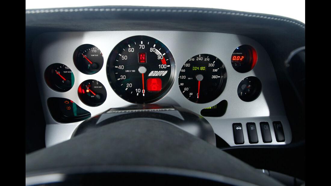 Lancia New Stratos, Cockpit, Instrumentenbrett