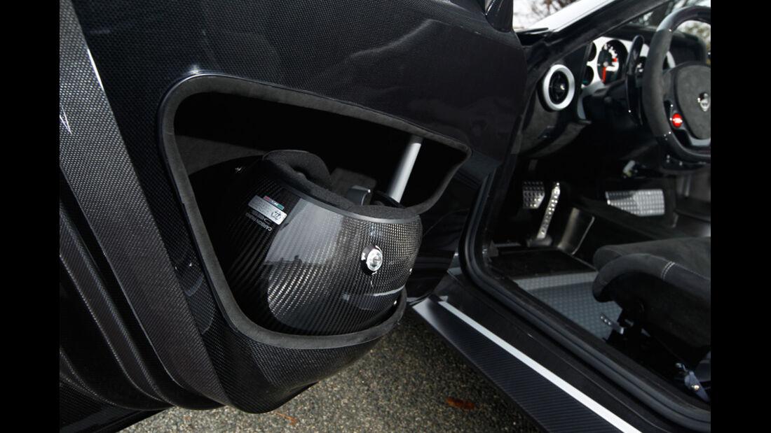 Lancia New Stratos, Helmfächer