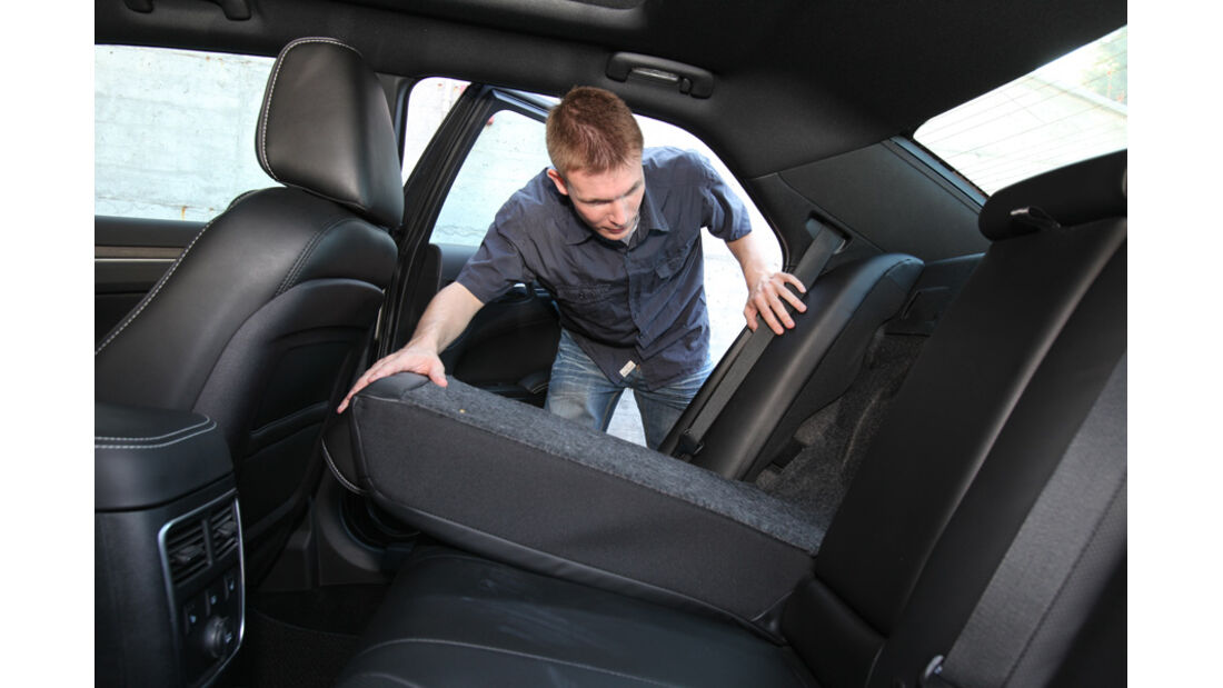 Lancia Thema 3.0 V6 Multijet Platinum, Rücksitz, umklappen