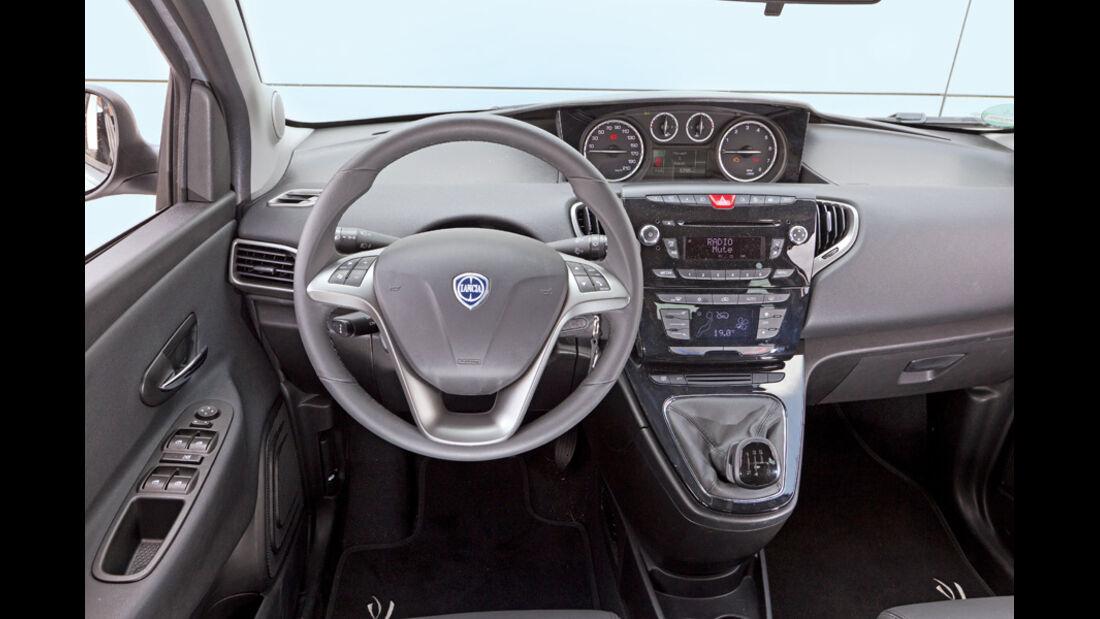 Lancia Ypsilon 0.9 Twinair Platinum, Cockpit
