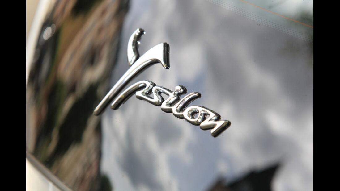 Lancia Ypsilon 0.9 Twinair, Schriftzug, Emblem