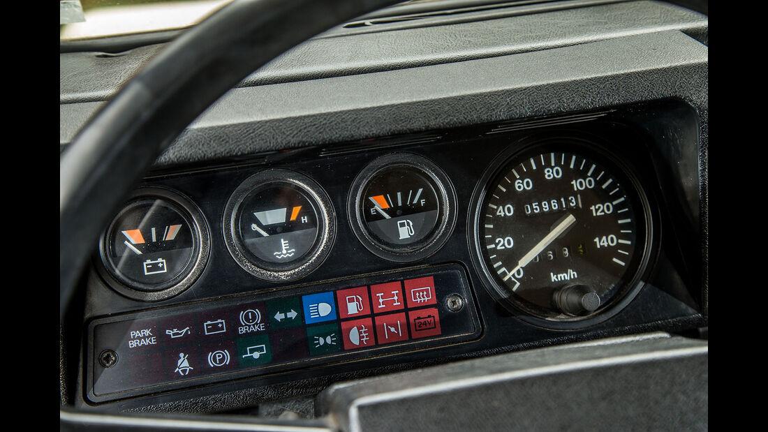 Land-Rover-90-V8-Interieur