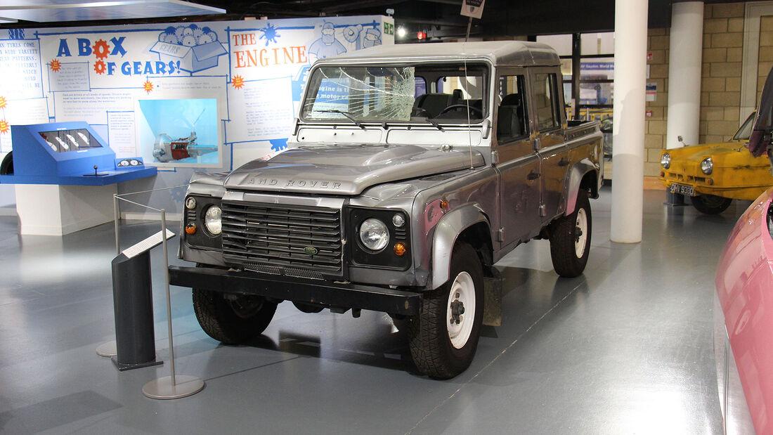 Land Rover Defender James Bond Skyfall im British Motor Museum