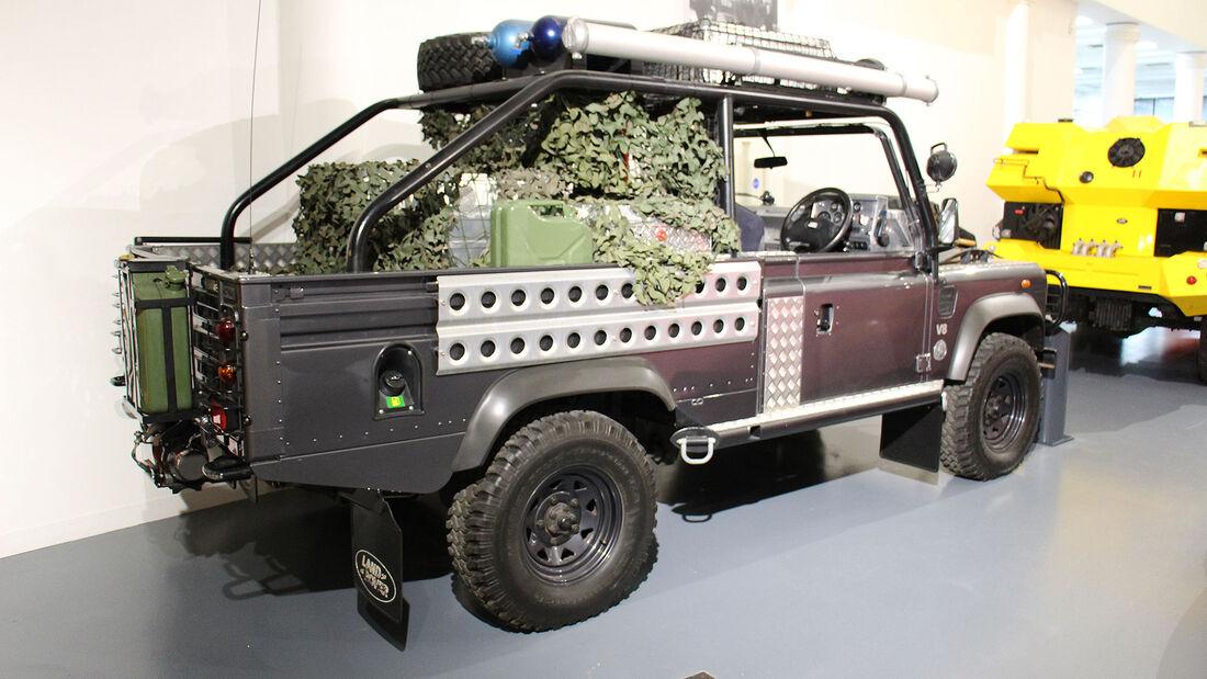 Land Rover Defender Tomb Raider im British Motor Museum