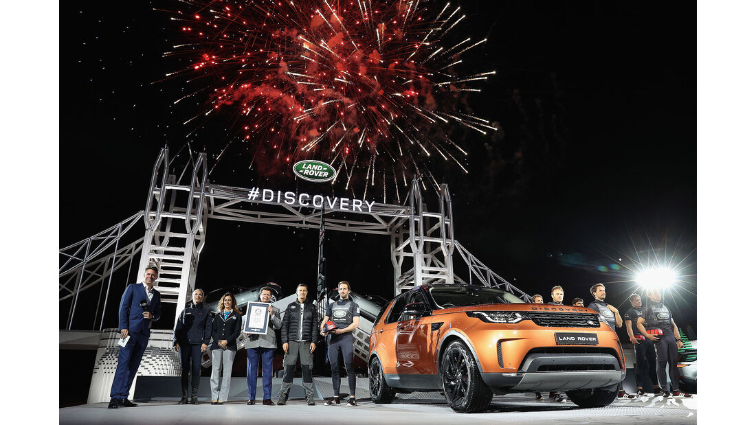 Land Rover Discovery LEGO Tower Bridge (2016)