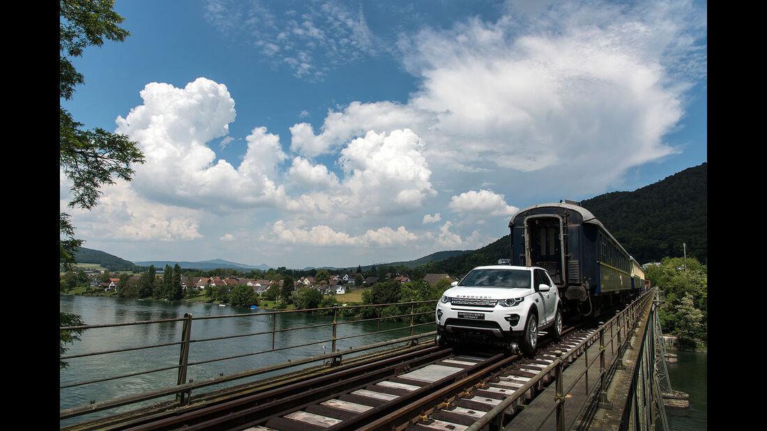 Land Rover Discovery Sport zieht 1000-Tonnen-Zug über Rheinbrücke