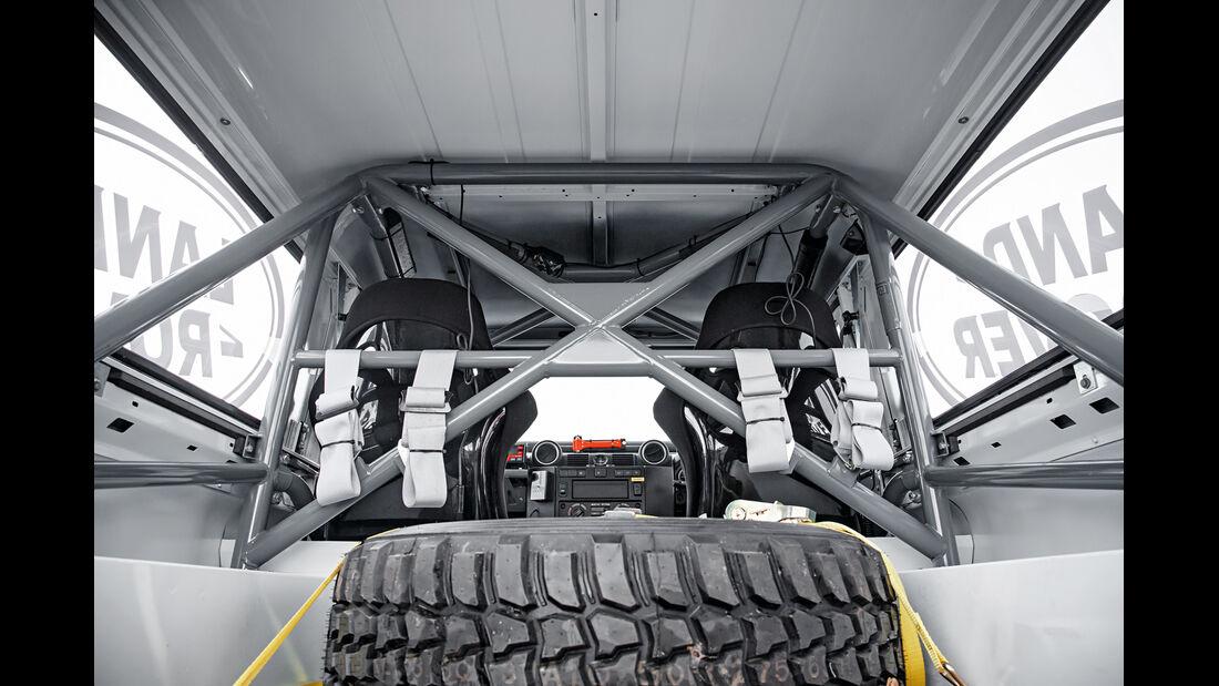 Land Rover Rallye-Defender, Überrollkäfig