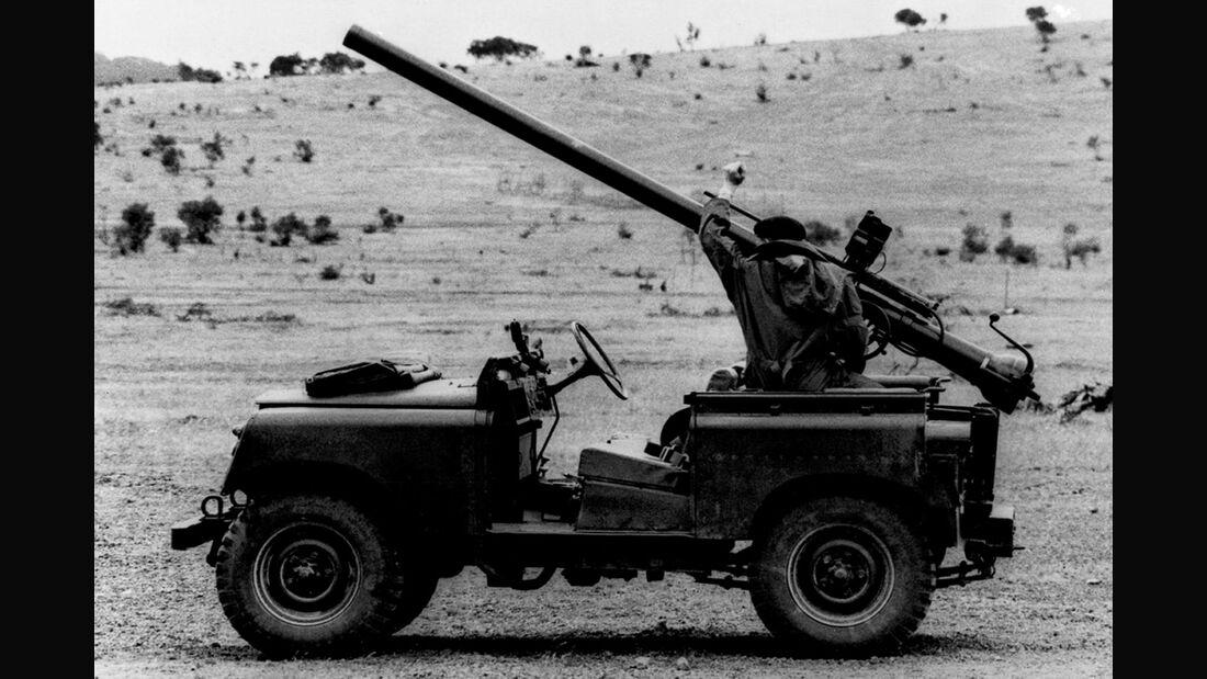 Land Rover Series II 88 Gunbuggy mit 106 mm RCL (1958)