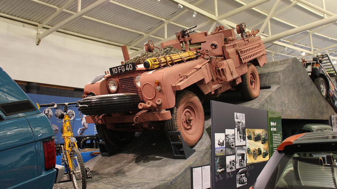 Land Rover Series IIa Pink Panther im British Motor Museum