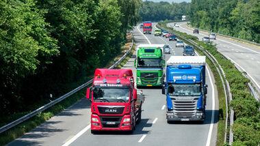 Lastwagen auf Autobahn A28