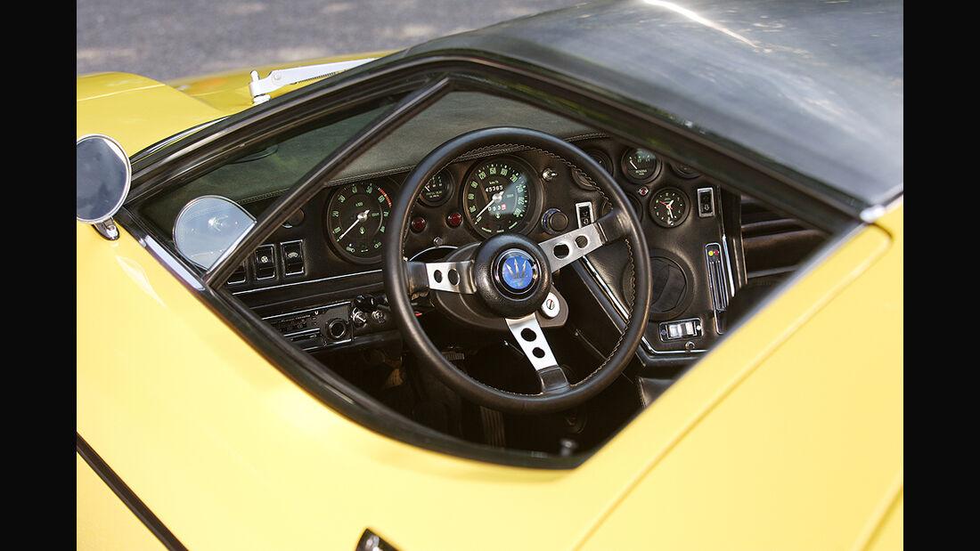 Lenkrad, Armaturenbrett des Maserati Bora 4.7