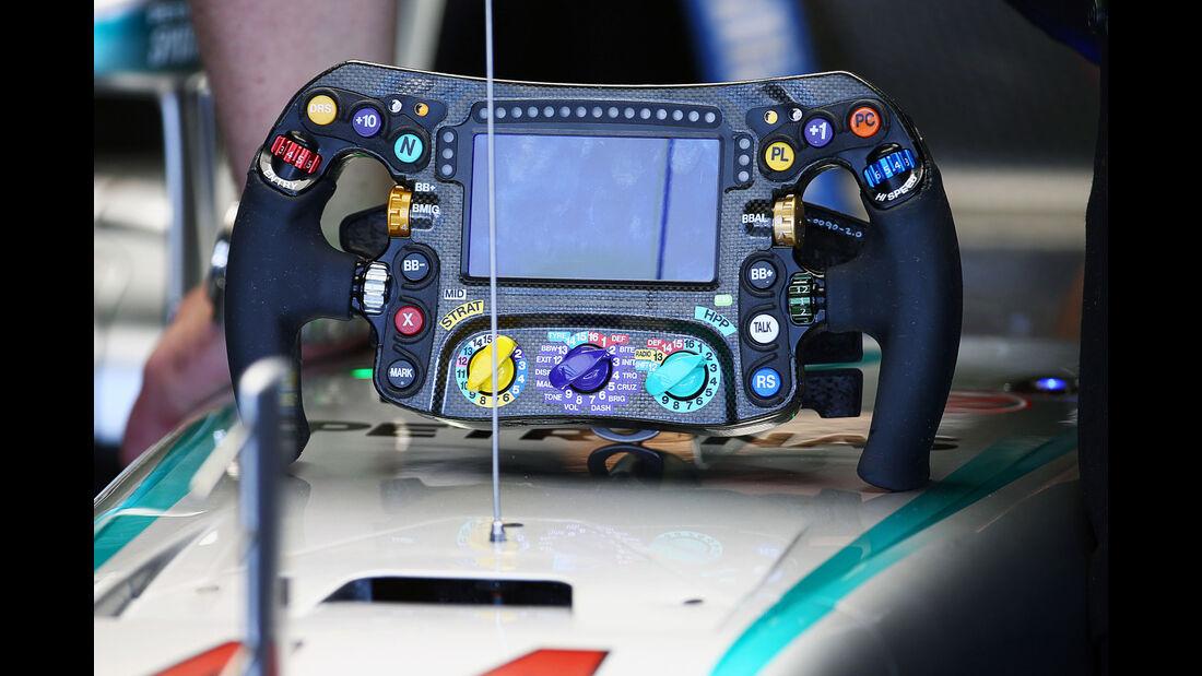 Lenkrad Mercedes  - Formel 1 - GP Russland - 29. April 2016