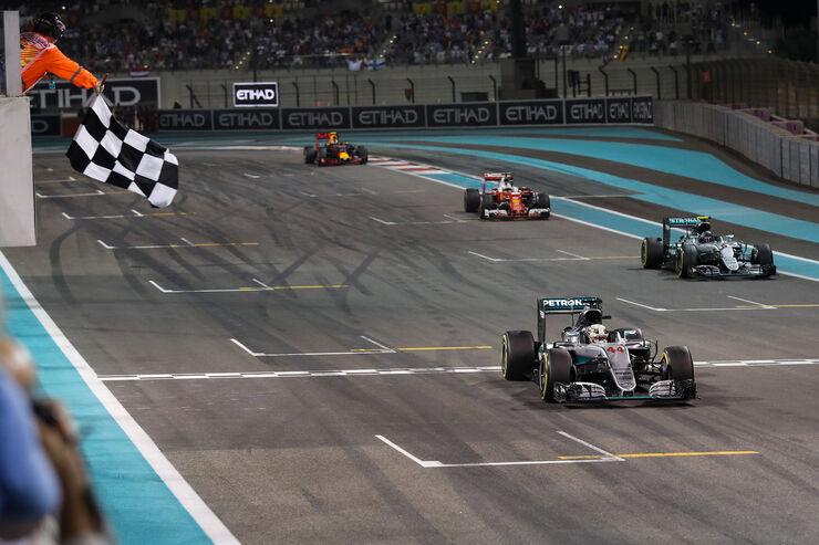 https://imgr1.auto-motor-und-sport.de/Lewis-Hamilton-Formel-1-GP-Abu-Dhabi-2016-fotoshowBig-8b6bb302-993229.jpg