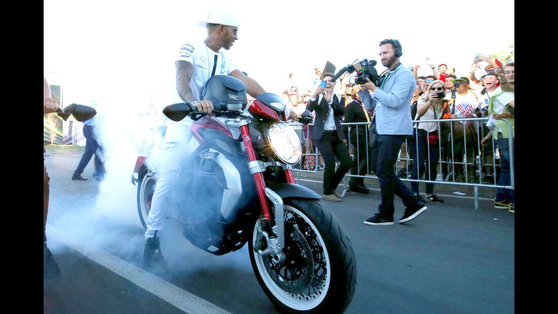 Lewis Hamilton - MV Agusta Brutale 800 Dragster RR - GP Italien 2015