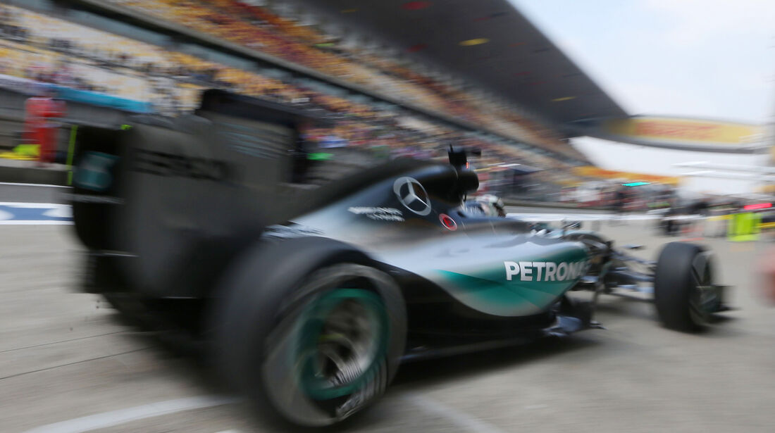 Lewis Hamilton - Mercedes - Formel 1 - GP China - Shanghai - 10. April 2015