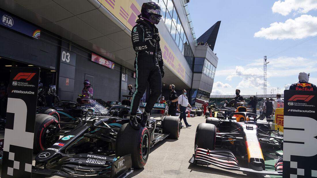 [Imagen: Lewis-Hamilton-Mercedes-Formel-1-GP-Engl...711424.jpg]