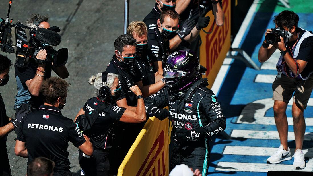 [Imagen: Lewis-Hamilton-Mercedes-Formel-1-GP-Engl...711465.jpg]