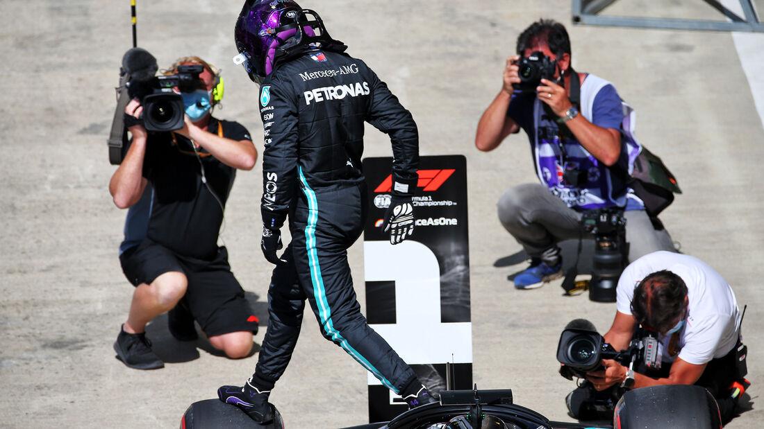 [Imagen: Lewis-Hamilton-Mercedes-Formel-1-GP-Engl...711449.jpg]