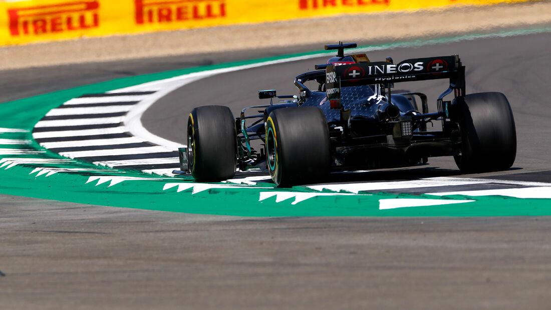[Imagen: Lewis-Hamilton-Mercedes-Formel-1-GP-Engl...711305.jpg]