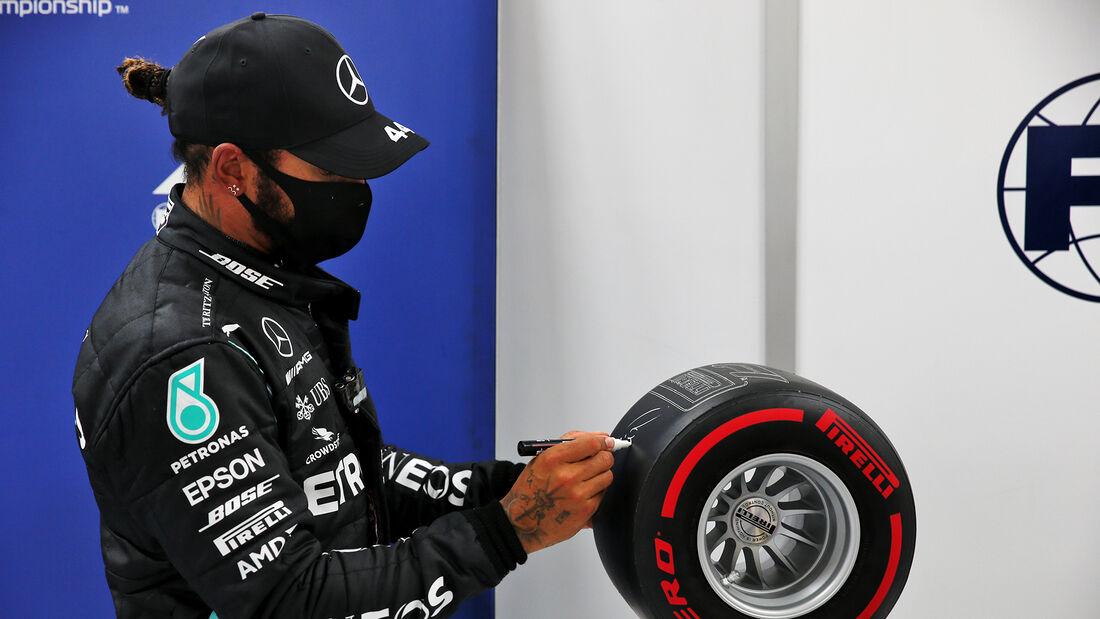 [Imagen: Lewis-Hamilton-Mercedes-Formel-1-GP-Stei...705680.jpg]