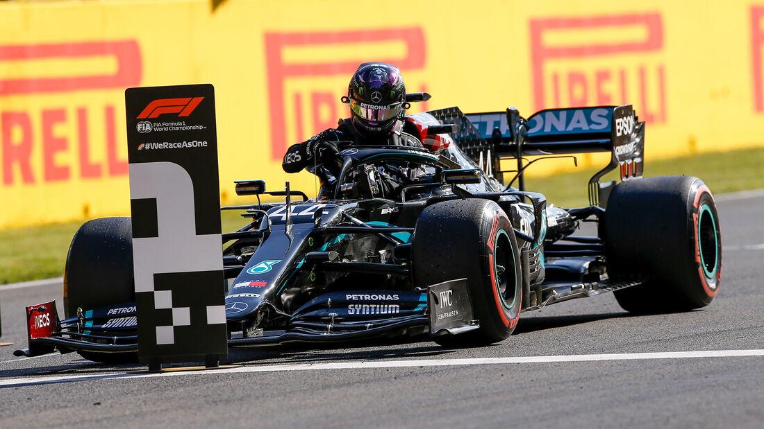 [Imagen: Lewis-Hamilton-Mercedes-Formel-1-GP-Tosk...722672.jpg]