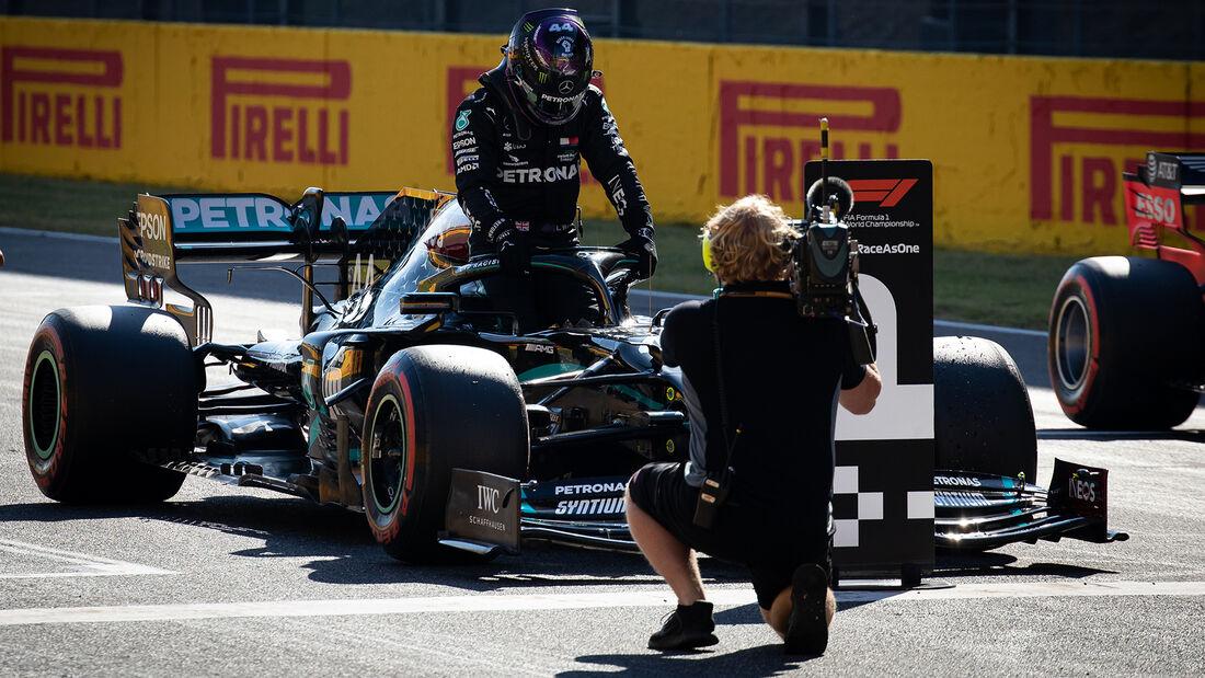 [Imagen: Lewis-Hamilton-Mercedes-Formel-1-GP-Tosk...722693.jpg]