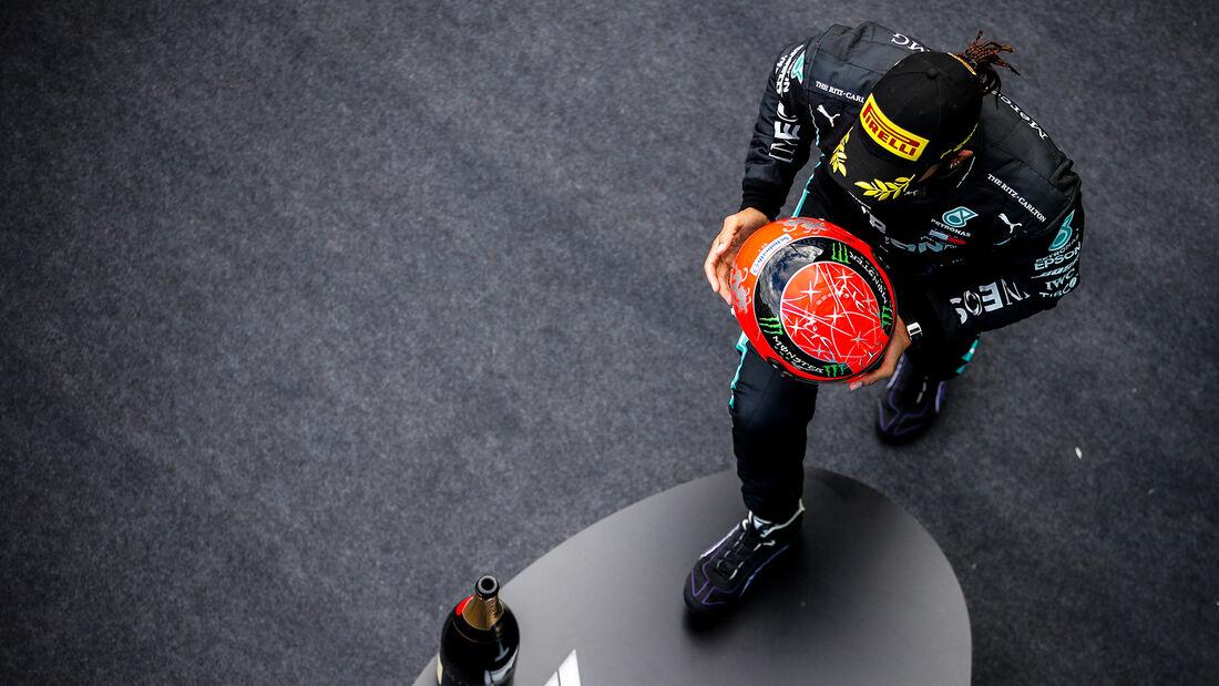 [Imagen: Lewis-Hamilton-Mercedes-GP-Eifel-2020-Nu...731508.jpg]
