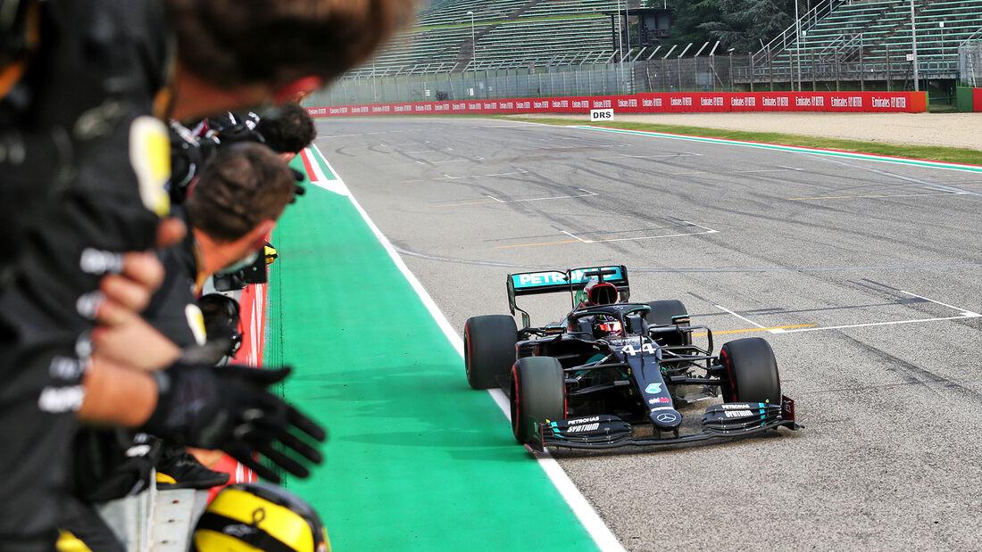 Hamilton se lleva Imola a su colección y Mercedes consigue su 7º título de constructores