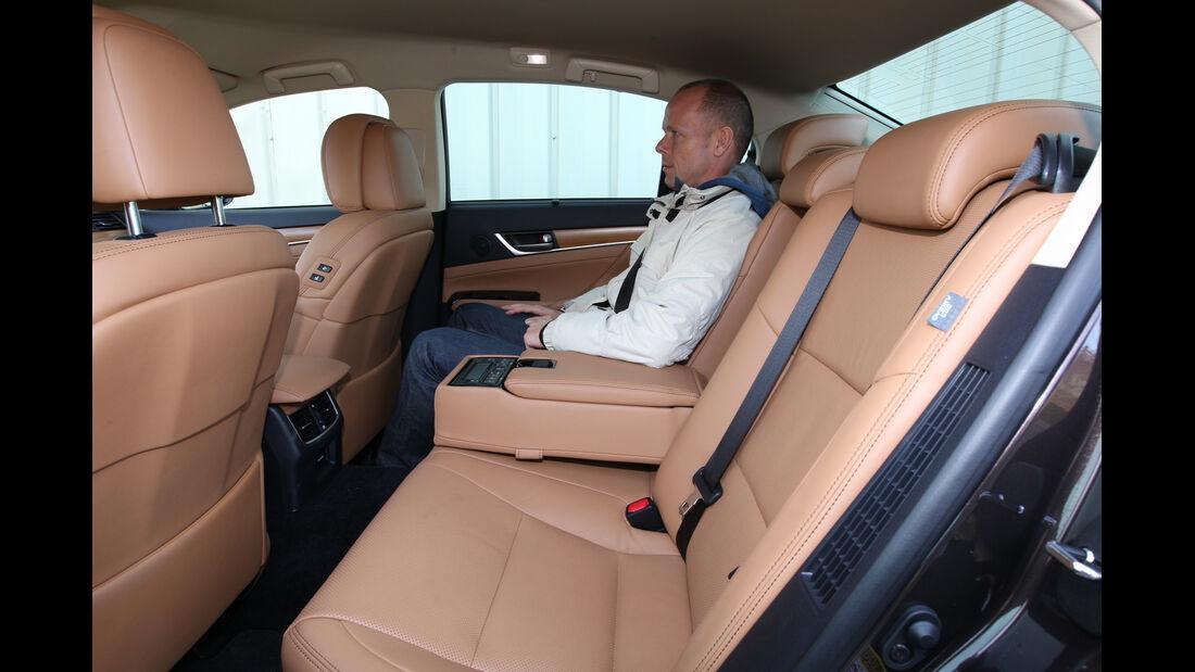 Lexus GS 450h, Rücksitz, Beinfreiheit