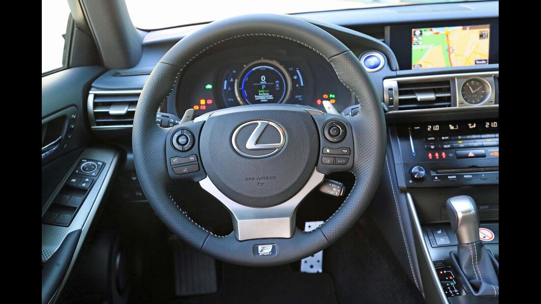 Lexus IS 300h, Lenkrad