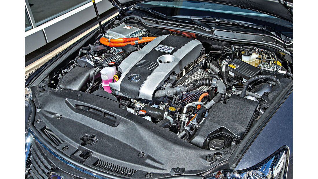 Lexus IS 300h, Motor
