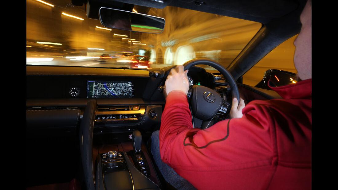 Lexus LC 500h, Cockpit