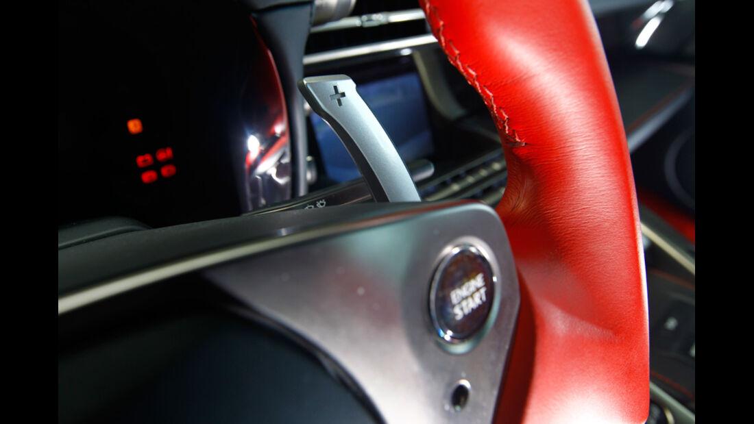 Lexus LFA, Detail Lenkrad